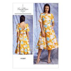 Vogue Patterns Sewing Pattern Misses' Back Deep-V Dress Vogue Sewing Patterns, Easy Sewing Patterns, Sewing Ideas, Sewing Projects, Formal Dress Patterns, Deep V Dress, Fashion Catalogue, Miss Dress, Simple Dresses