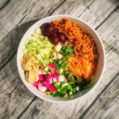 #salad for dinner - all you need is some wholegrain rice and add salad  I have carrot - beetroot - lettuce - mangetout - onion - radish - Chilli - garlic - celery - on a bed of spinach - #homemade no oil hummus -a meal packed with #protein #potassium #folate #antioxidants #vitamins A C B K #Fibre and much more -  #foodie #vegan #vegetarian #healthyfood #plantbased #foodporn