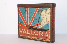 https://www.ebay.com/itm/Rare-1905s-VALLORA-Anglo-Egyptian-Cigarettes-Tin-Scarce-Vertical-Example/272942089963?hash=item3f8c9dc6eb:g:iIMAAOSwttFaEDRw
