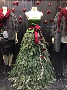 christmas dress Stunning elegant Christmas Tree Dress on mannequin - Hello Bello Mannequin Christmas Tree, Dress Form Christmas Tree, Elegant Christmas Trees, Christmas Window Display, Christmas Tree Garland, Xmas Tree, Dress Form Mannequin, Christmas Fashion, Xmas Decorations