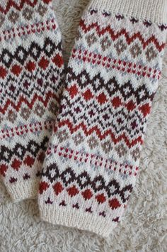 Fair Isle Knitting, Lace Knitting, Knitting Socks, Knitting Patterns, Knit Crochet, Fingerless Mittens, Knit Mittens, Knitted Gloves, Diy Crafts Knitting
