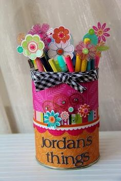 Altered tin into a pencil holder