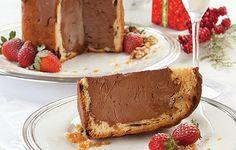 Chocotone Recheado de Frozen Mousse e Crocante de Nozes