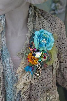 Vintage posy brooch bold ornate brooch antique lace