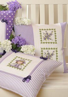 """Kissen """" Violetta """" Design : Gerlinde Gebert Shop: www.gebert-handarbeiten.de"""