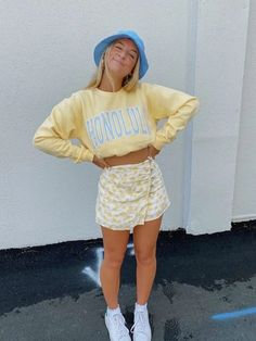 Indie Outfits, Teen Fashion Outfits, Retro Outfits, Girly Outfits, Trendy Teen Fashion, Yellow Outfits, Fashion Teens, Cute Outfits For Girls, Trendy Outfits For Teens