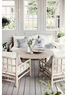 Cozy Sunporch.