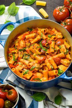 One Pot Spicy Chicken Riggies - Host The Toast Birthday Dinner Recipes, Birthday Dinners, Chicken Riggies, Pasta Recipes, Cooking Recipes, Yummy Recipes, Easy Weekday Meals, Al Dente, Italia