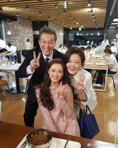 Go Ara Stunning in Pink for Cameo in Wise Doctor Life in Reunion With Answer Me 1994 PD Shin Won Ho Go Ara, Netflix, Jung In, When Life Gets Hard, Prison Life, Dramas, Won Ho, Movie Couples, Living Dolls