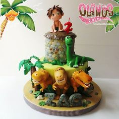 Agustus ini banyak banget Dinosaurs theme cake... I made about 4 Dino theme cakes in 10 days. Mungkin yah anak2 yang lahir di waktu yang sama atau berdekatan ini emang cenderung punya kesukaan yg sama ^_^. Ini yang paling susah hahaha... top design inspired from @cherrycakeco  Design #Birthdaycake #customcake #customcakejakarta #partyfavour #kueulangtahunjakarta #jajanjakarta #delicious #sweettable #fondant3D #caketopper #sugarart #olanoscakes #olanos #jakarta #yummy #amazing #instafood…
