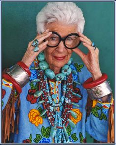 I want to be Iris when I grow up. sjh Iris Apfel via Design Mom via LifeStyleHunters Boheme Boutique, 50 Y Fabuloso, Yasmina Rossi, Unger Fashion, Moda Vintage, Advanced Style, Ageless Beauty, Aging Gracefully, Old Women