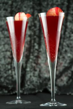 Red Carpet Glamour Cocktail | http://saltandwind.com