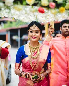 Pink silk saree is a must have in every women's wardrobe. Thus, let's have a look at beautiful blouse designs for pink color silk saree Indian Bridal Sarees, Bridal Silk Saree, Wedding Sarees, Silk Sarees, Kerala Wedding Saree, Tamil Wedding, Kanchipuram Saree Wedding, Wedding Bride, South Indian Bride Saree