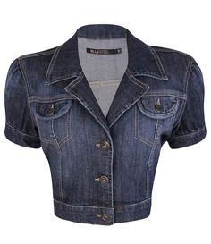 Jaqueta manga curta em jeans com fechamento de botões e bolsos frontais com…
