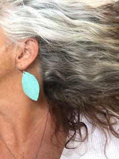 My Transition to gray hair Graues Haar graues Grombre Bathroom Vanities - Are They Worth The Money? Long Gray Hair, Grey Hair, Transition To Gray Hair, Midi Skirt With Pockets, Sink Countertop, Custom Vanity, Vanity Design, Wood Vanity, Cabinet Styles