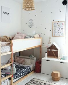 42 Fascinating Shared Kids Room Design Ideas - Planning a kid's bedroom design can be a lot of fun. It can also be a daunting task as you tackle the issue of storage and making things easy to clean. Beds For Small Rooms, Small Room Bedroom, Girls Bedroom, Bedroom Ideas, Bedroom Designs, Childs Bedroom, Ikea Bedroom, Lego Bedroom, Kid Bedrooms
