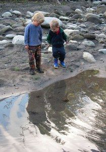 Hiking with kids: activities to keep them going.