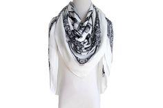 STYLE NO: 16SS0016 DESCRIPTION: Fashion Print square scarf SIZE: 115*120 CM 140G COMPOSITION: 100% Viscose MOQ: 800 pcs LEAD TIME: 60 days