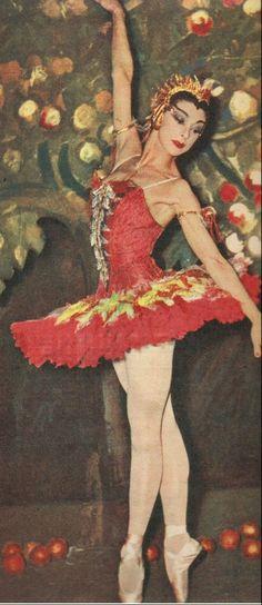 Margot Fonteyn Dancing THE Firebird Margot Fonteyn, Ballerina Dancing, Ballet Dancers, Ballet Costumes, Dance Costumes, Bird People, Rudolf Nureyev, Shall We Dance, Ballet Class