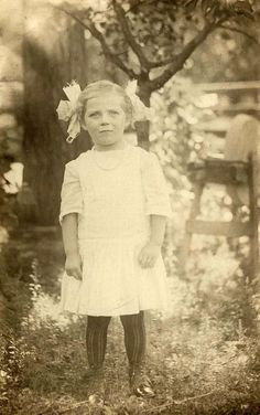 Little Birdie Blessings: Free Vintage photo of little girl in her finest attire.