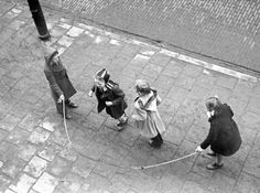 www.kommee.com   Buitenspelen   touwtjespringen