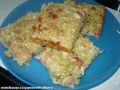 """""""Zelňáky"""" - rychlovka na plech, levná a mňamózní :-) 1/2 hlávky zelí, hrubá mouka nebo polohrubá(hladká mouka), 2 vejce, mléko, olej, salám(podle chuti, může být i uzené nebo anglická slaninka, prostě co lednička dá), sůl, pepř,podravka, pálivá paprika"""