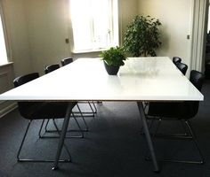 IKEA Hackers: Easy made conference table