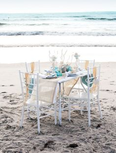 Ah, amazing bridal parties! Sitting with girls, talking about men, love and the coming wedding! What can be sweeter? If you are planning a beach affair, why not plan a beach bridal shower to continue this awesome relaxed theme?