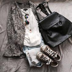 """331 """"Μου αρέσει!"""", 9 σχόλια - styliciouss Life (@styliciousslife) στο Instagram: """"Coffee timee!! . Top-jeans-bag : @primark  Sweater : @bershkacollection  Shoes : @converse…"""""""