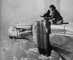 Margaret Bourke-White, fotógrafa, en las alturas del edificio Chrysler... Su trabajo es admirable