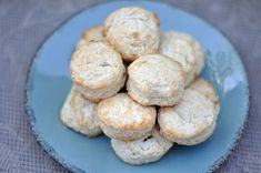 KFC Buttermilk Biscuits are delicious buttermilk biscuits. You can make biscuits just like they do with this recipe. Finally KFC Buttermilk Biscuits fresh for b Kfc Buttermilk Biscuits Recipe, Biscuit Recipe, Fluffy Biscuits, Cheese Biscuits, Bread Recipes, Cooking Recipes, Cat Recipes, Copykat Recipes, Restaurant Recipes