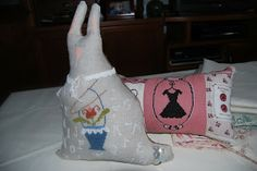 EL TALLERCITO DE LOLA: WITH THY NEEDLE AND THREAD. MISS LAPIN