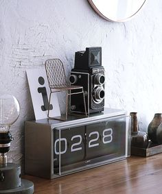 A modern classic for lovers of simple and effective design - this vintage-style heavy-duty flip clock was reinvented and redesigned by Erwin Termaat