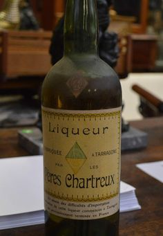 Rare label on a vintage #Chartreuse from Tarragona, collection bottle, here on its French version