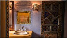 A természethez közel álló stílusban a két legfontosabb főszerep a színeké és az anyagoké. ... a szoba, minél többféle stílusú, de természetes anyagú bútorral töltjük meg. ... Az arab és a mór stílus ... A kicsi fürdőszoba nem feltétlenül hátrány. Oldalnavigáció 1 2 3 4 5 6 7 8 9 10 Következő (Luxuslakások)