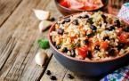 Salade mexicaine de riz complet aux haricots rouges