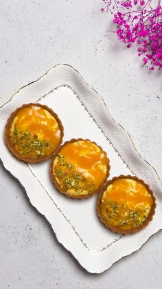 This is a perfect fusion dessert to serve on a special occasion like Diwali. Made with a rich, traditional amrakhand shrikhand (mango yoghurt) and cradled in a thin biscuit tart case, it is a no-bake dessert recipe that is easy to put together. Easy Indian Dessert Recipes, Mango Dessert Recipes, Indian Desserts, Indian Food Recipes, Veg Recipes, Easy Healthy Recipes, Cooking Recipes, Tasty Videos, Food Videos