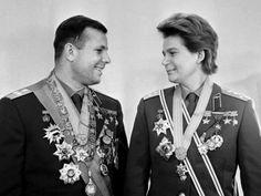 Какое звание Валентина Терешкова получила первой среди женщин в России?