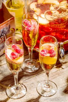 Celebrate the fall with Simple Smirnoff Ice Feelin' Peachy Sangria! 2 cups Butterfly Kiss Moscato and 2 cups Smirnoff Ice Peach Bellini with peaches, cherries, and raspberries for garnish. Combine in a large punch bowl and add fresh fruit to soak. (6 servings)