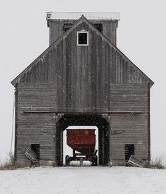Mountain Vagabond — lillypotpie: White County Barn by John Troxler. Farm Barn, Old Farm, Country Barns, Country Life, Country Living, Country Roads, American Barn, Barn Pictures, Barns Sheds