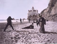 The famous Cliff House of San Francisco was built in 1863 by Senator John Buckley and C. Later it was turned into a restaurant with a breathtaking view. The Cliff House had survi Vintage Beach Photos, Vintage Photographs, Cliff House San Francisco, Espanto, Romance, Victorian Homes, Victorian Era, Ocean Beach, Back To Black