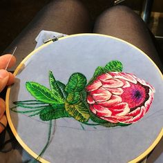 #nevernotstitching . . . . . . . . . . . #embroidery #embroideryart #modernembroidery #modernembroiderymovement #bordado #bordadoamano #broderie #broderiemain #sticken #stitched #sticthing #protea #botanical #botanicalembroidery #jessdewahls #flower #flowers