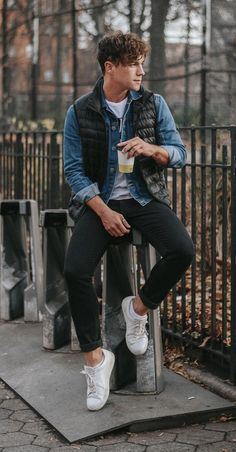 Tinder Date Outfits for men What To wear on valentine's day Mens Puffer Vest, Black Puffer Vest, Puffer Vest Outfit, Topman Fashion, Denim Fashion, Winter Outfits Men, Outfits For Men, Date Outfits, Vest Outfits