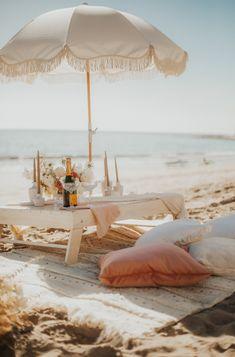 Romantic Picnics, Romantic Beach, Picnic Date, Beach Picnic, Night Picnic, Beach Aesthetic, Summer Aesthetic, Picnic Engagement, Tout Rose