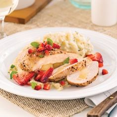 Poitrines de poulet farcies au brie, sauce fraises et basilic - Soupers de semaine - Recettes 5-15 - Recettes express 5/15 - Pratico Pratique
