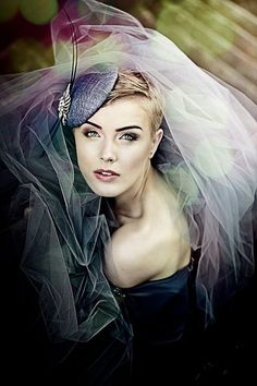 Elegant Women Dark Grey Cocktail Straw Mini Hat Pillbox Black Quills Silver Crystal Brooch Headpiece Fascinator Weddings Accessory Races