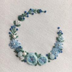 "570 Likes, 9 Comments - 【atelier Ao】 Mayu (@atelier.ao) on Instagram: ""* * I made a crown of flowers. * ブルーの花かんむりをデザインしました。パールやアクアマリンなどを飾って爽やかな雰囲気に。 * * * * #ブルー#花輪#crown…"""