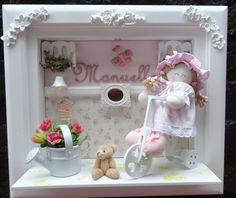 Quadro maternidade boneca de pano  estilo cancelinha de MDF  personalizado com o nome do bebe  miniaturas de resina e MDF ,com flores borboletas no jardim R$ 360,00