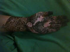 is easy because there is room for mistake Simple Henna Patterns, Easy Henna, Bridal Mehndi, Room, Fashion, Simple Henna Designs, Bedroom, Moda, Fashion Styles