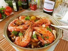 ポルトガル流トマト魚介鍋♪カタプラーナ Hot Pot, Thai Red Curry, Shrimp, Meat, Ethnic Recipes, Portuguese, Foods, Food Food, Food Items